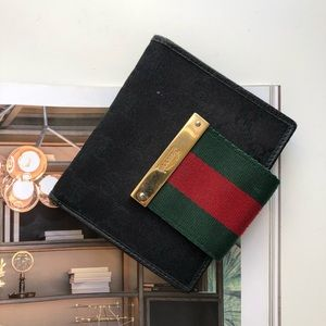 Gucci bifold wallet with coin compartment